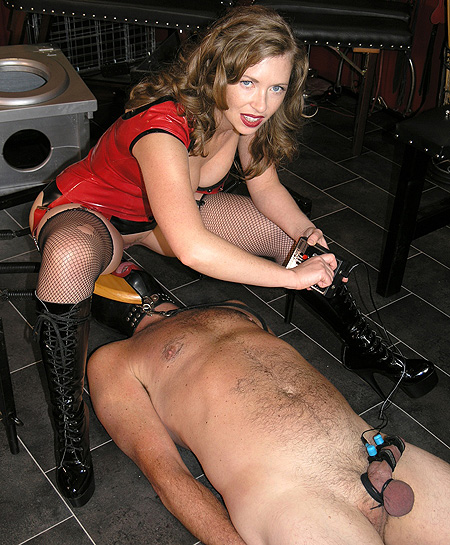CBT MIstress in Boots